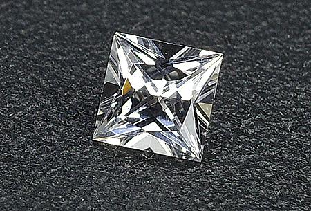 Sapphire (white - square - princess cut)